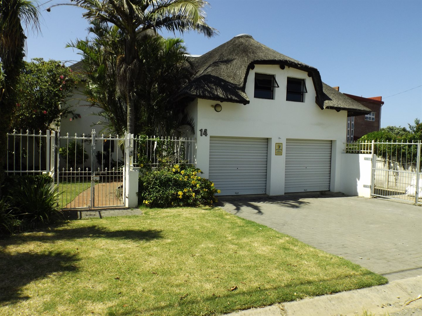 Property for Sale by DLC INC. ATTORNEYS Graham Hodson, House, 4 Bedrooms - ZAR 2,600,000