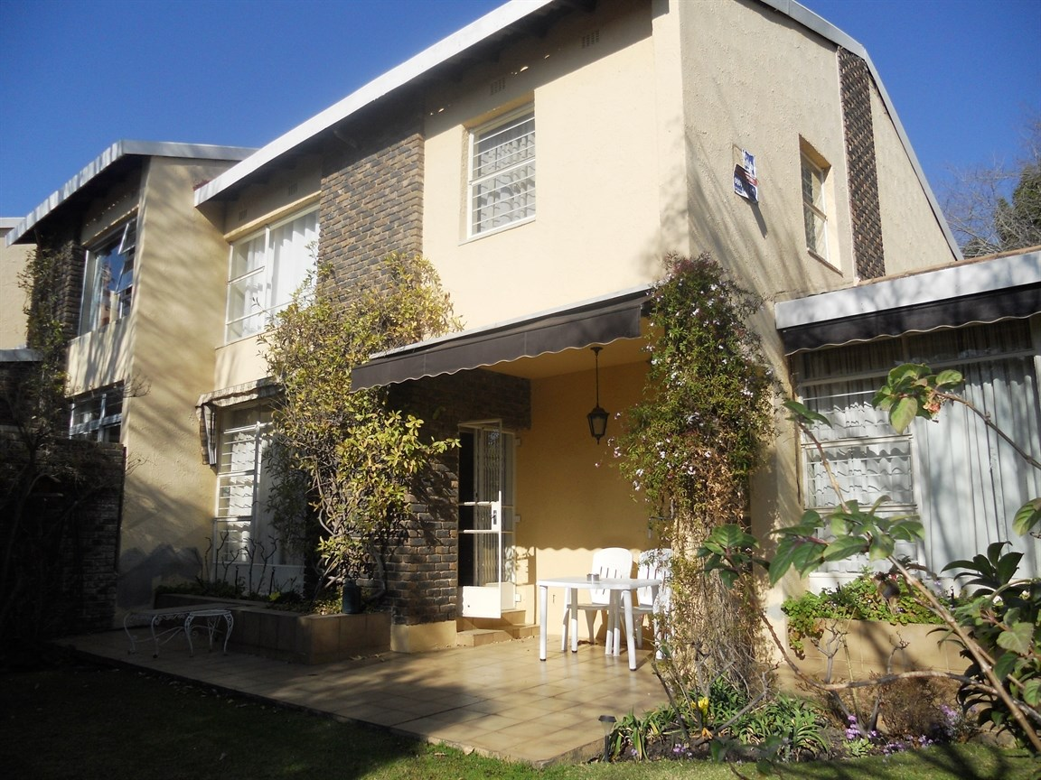 Bryanston property to rent. Ref No: 13526021. Picture no 1