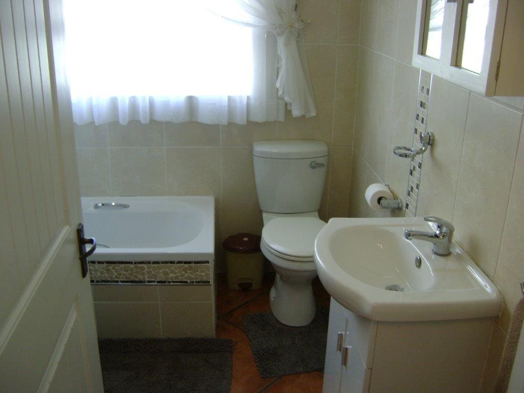 Uvongo property for sale. Ref No: 12795814. Picture no 14