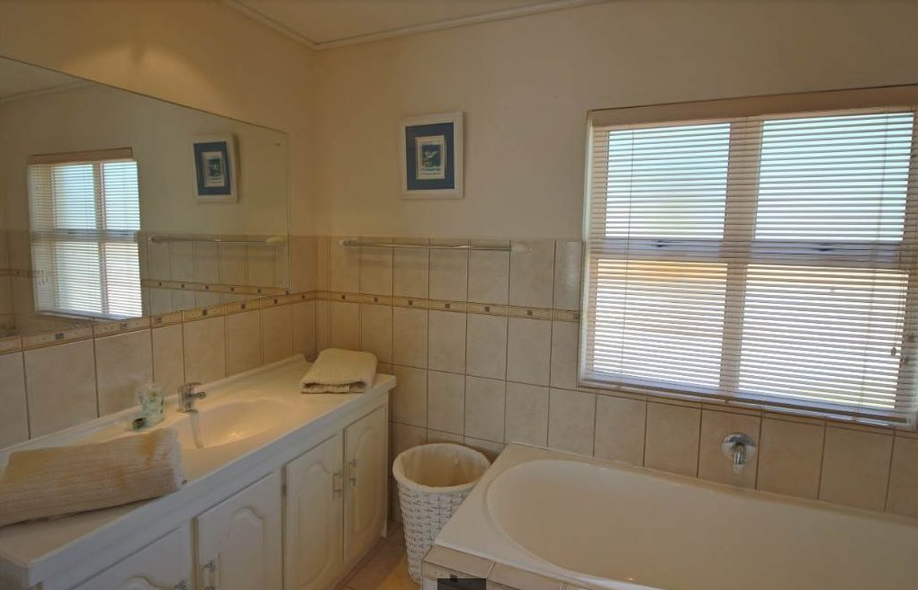 Shelley Point property for sale. Ref No: 13476291. Picture no 12