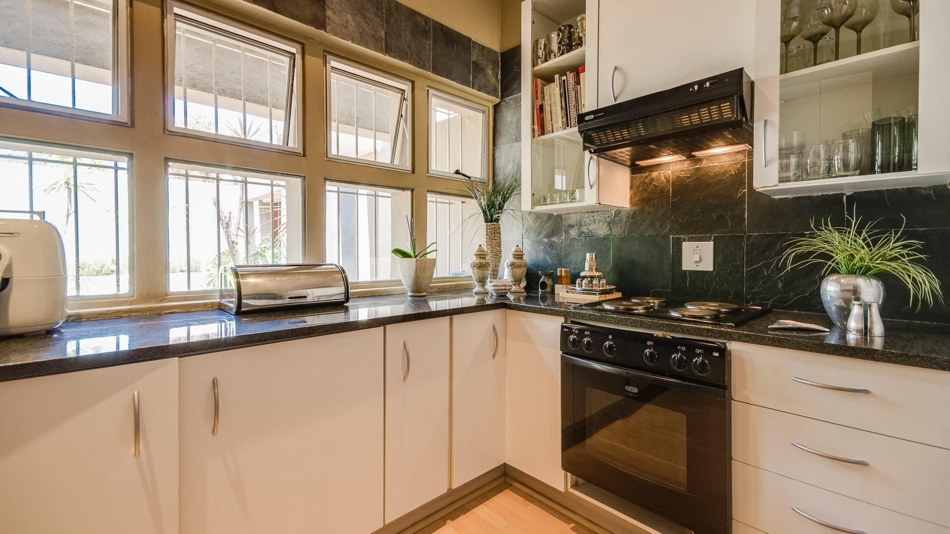 Orange Grove property for sale. Ref No: 13545446. Picture no 5
