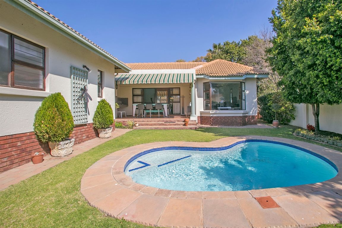 Fourways property for sale. Ref No: 13378870. Picture no 24