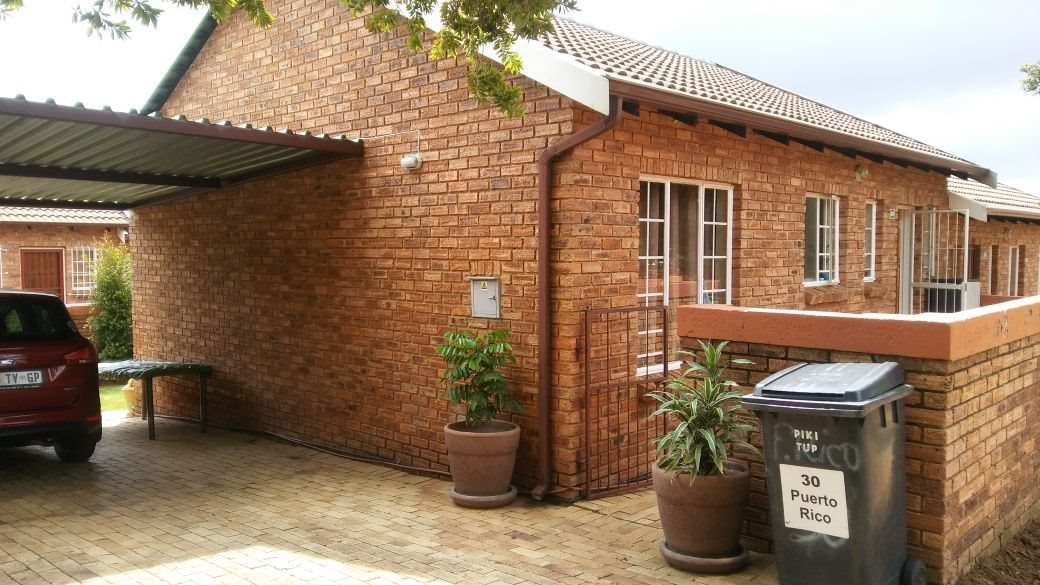 Roodepoort, Honeydew Ridge Property  | Houses For Sale Honeydew Ridge, Honeydew Ridge, Townhouse 2 bedrooms property for sale Price:845,000