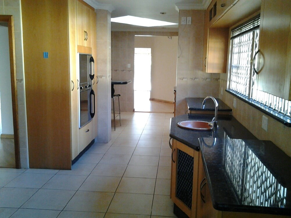 Three Rivers Proper property for sale. Ref No: 12737944. Picture no 6