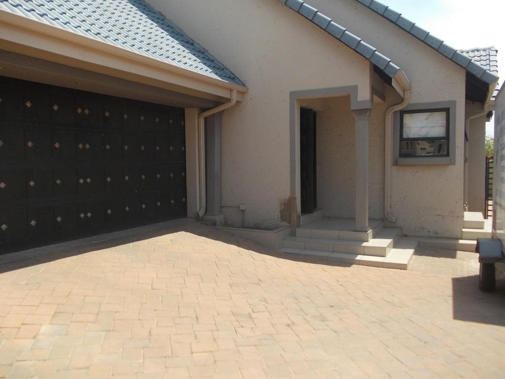Centurion, Brooklands Lifestyle Estate Property  | Houses For Sale Brooklands Lifestyle Estate, Brooklands Lifestyle Estate, House 3 bedrooms property for sale Price:2,000,000
