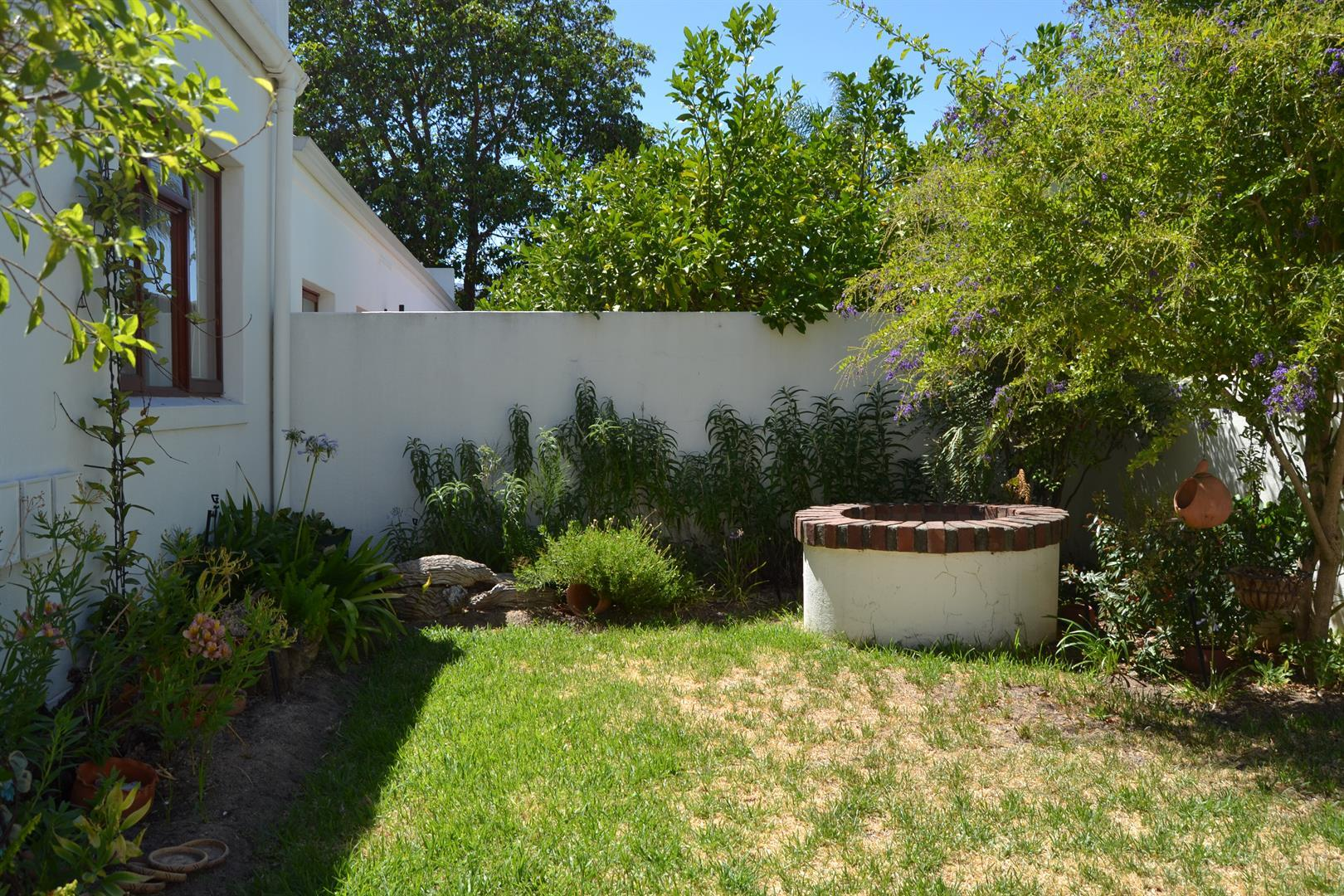 Paarl South property for sale. Ref No: 13436706. Picture no 3