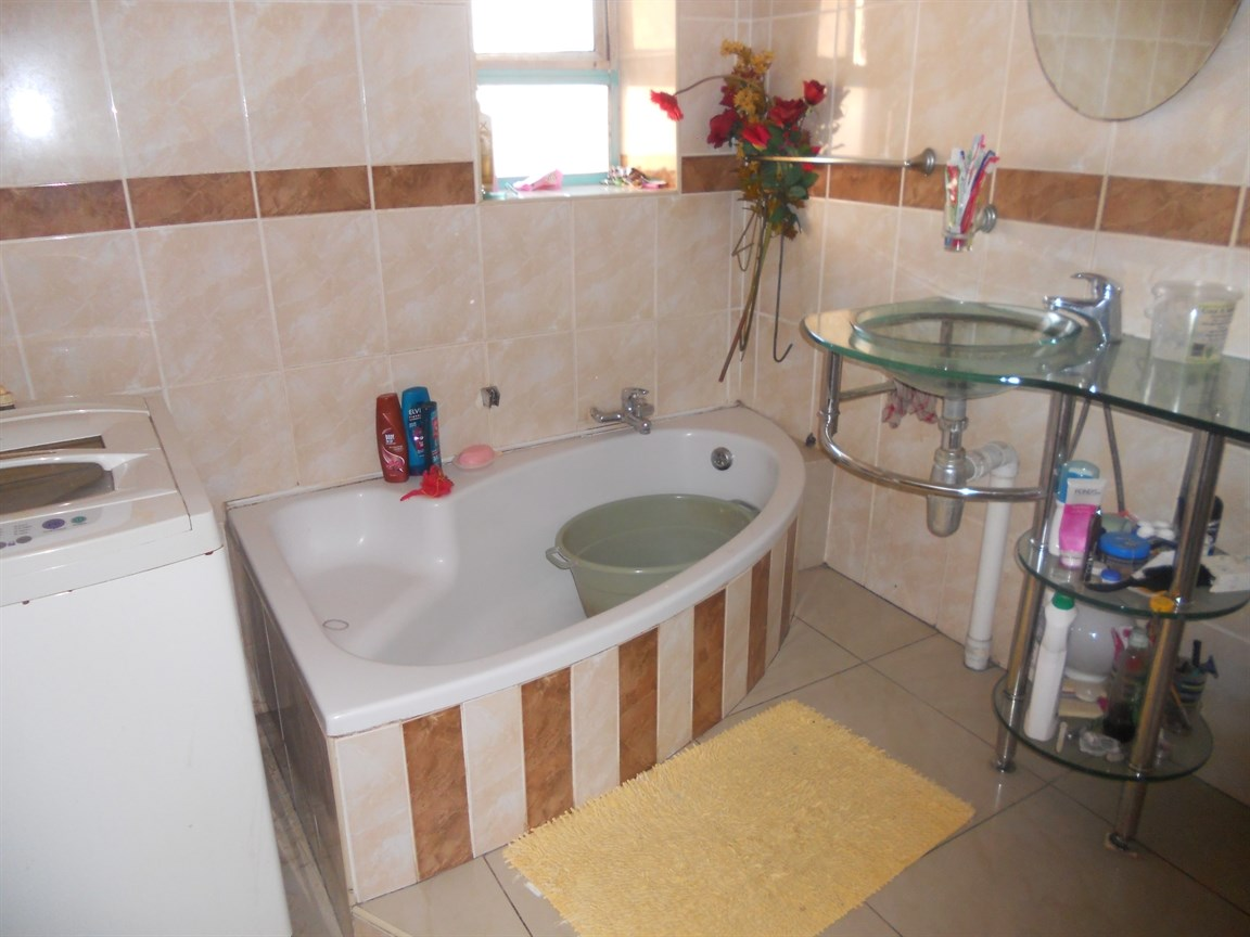 Brackenham property for sale. Ref No: 12738662. Picture no 9