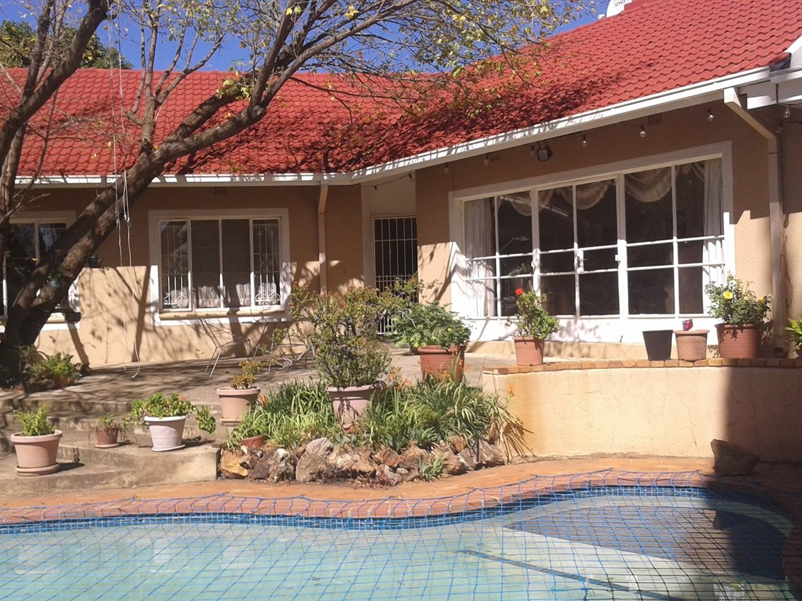 Northcliff property for sale. Ref No: 13327608. Picture no 1