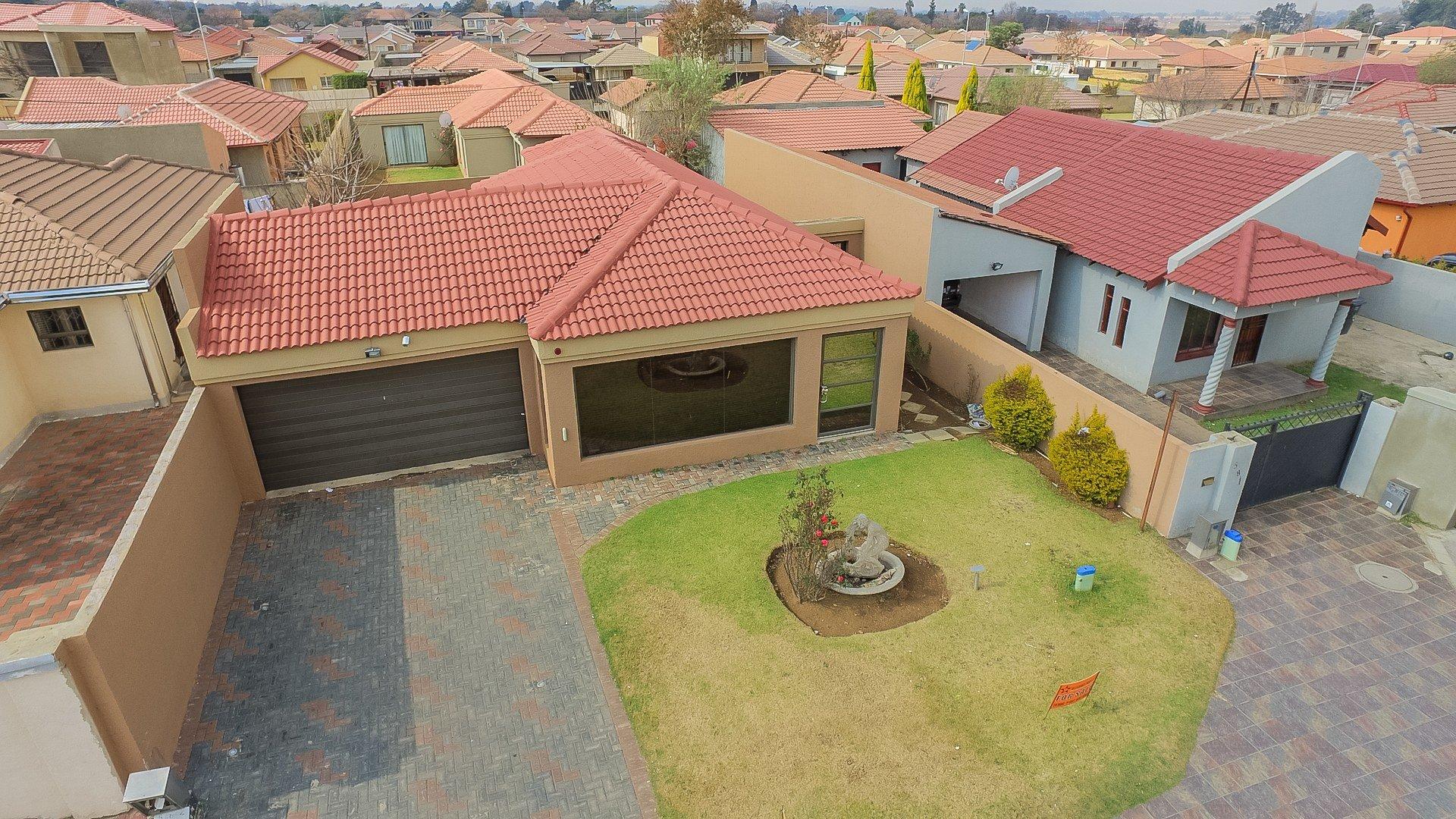 Johannesburg, Alveda Property  | Houses For Sale Alveda, Alveda, House 3 bedrooms property for sale Price:1,050,000