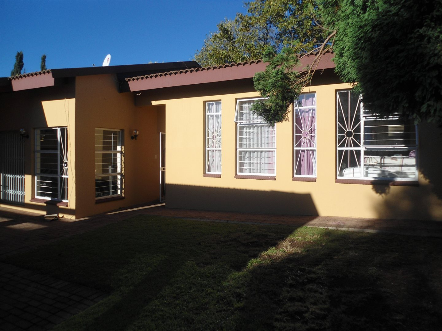Property and Houses to rent in Buccleuch, Apartment, 2 Bedrooms - ZAR ,  8,00*,M