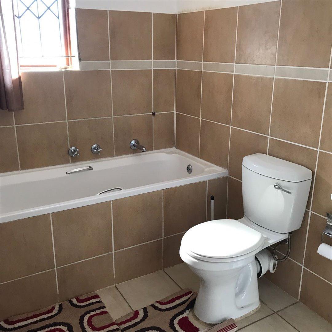 Brackenham property for sale. Ref No: 13481259. Picture no 15