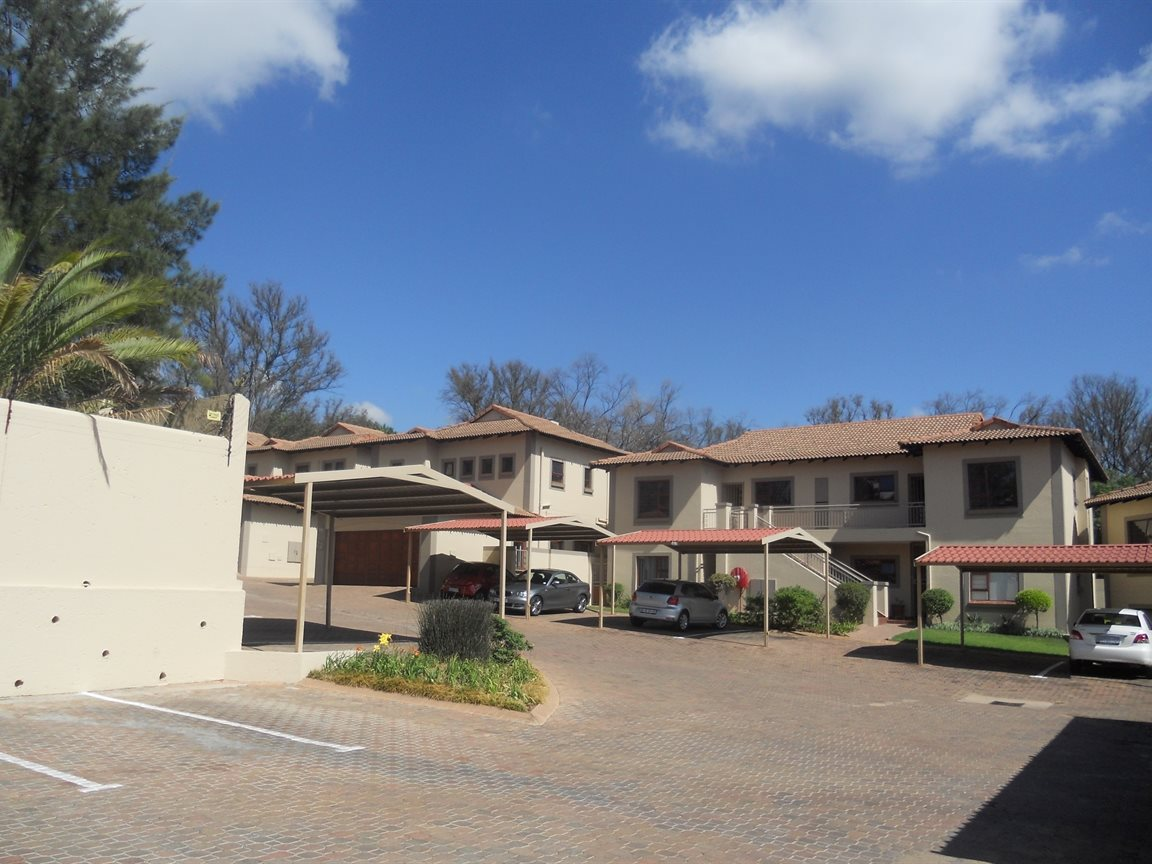 Bryanston property to rent. Ref No: 13270639. Picture no 15