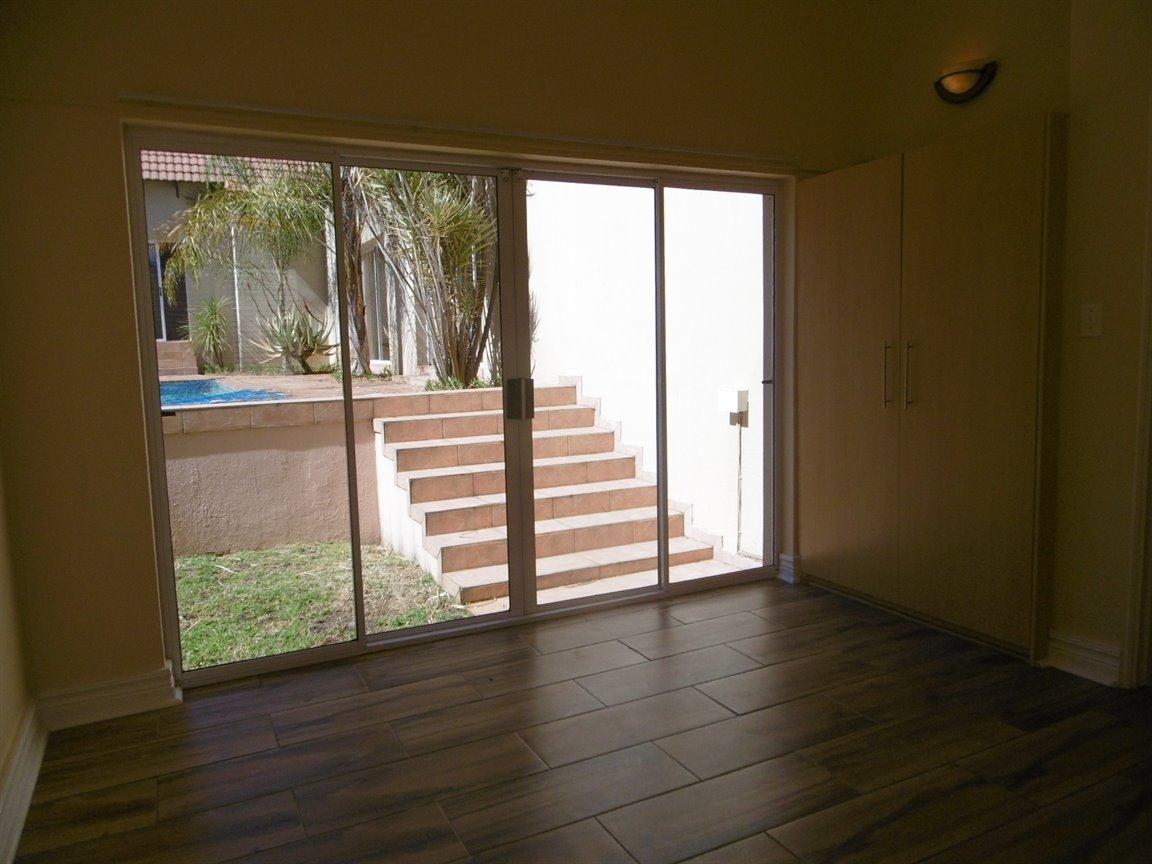Bryanston property for sale. Ref No: 13531296. Picture no 9