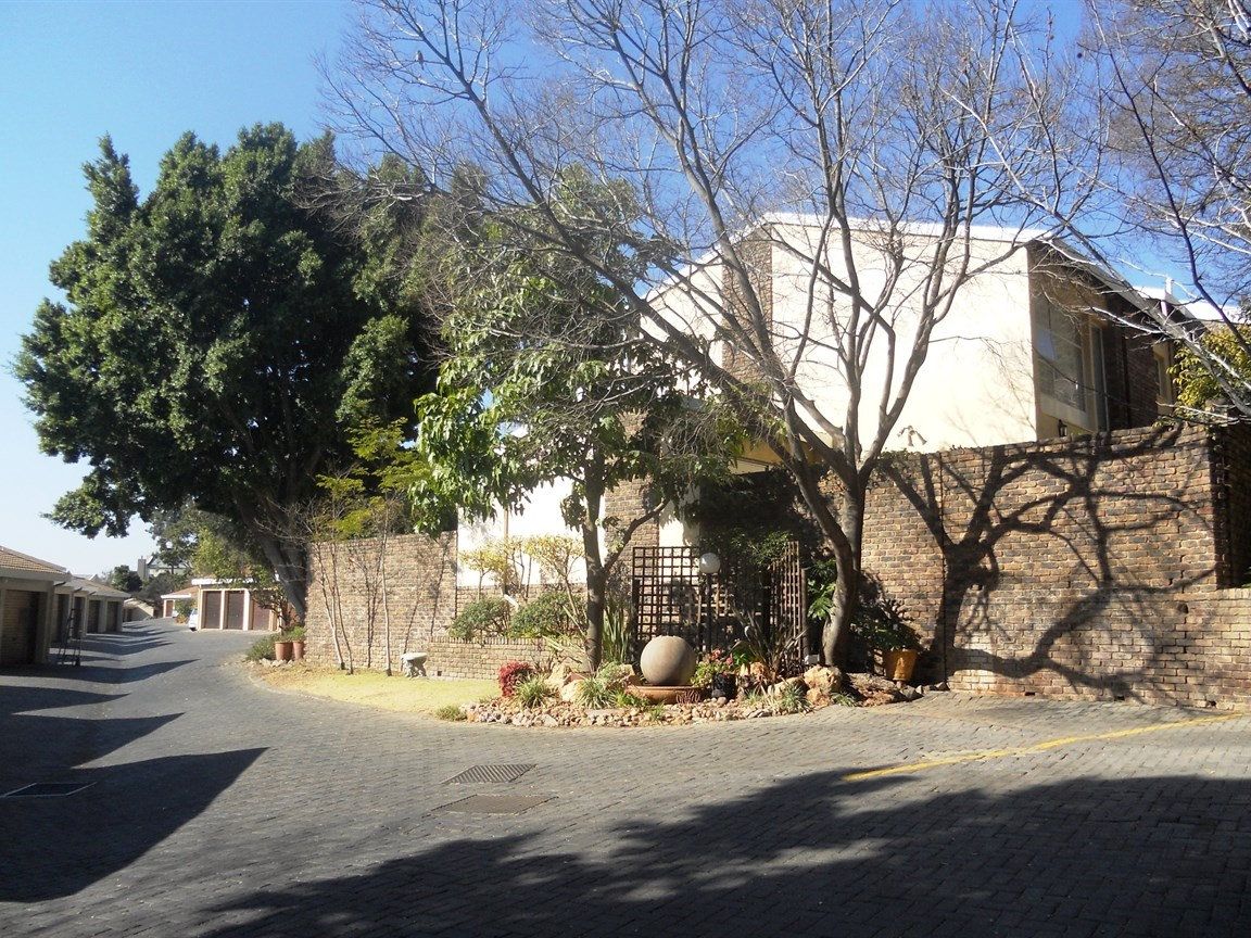 Bryanston property to rent. Ref No: 13526021. Picture no 11