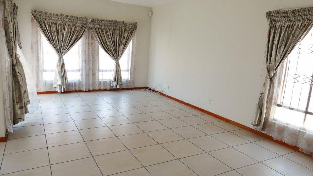 Broadacres property to rent. Ref No: 13423040. Picture no 5