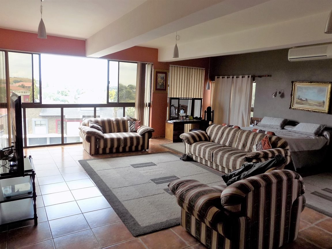 Bassonia property for sale. Ref No: 13389783. Picture no 41