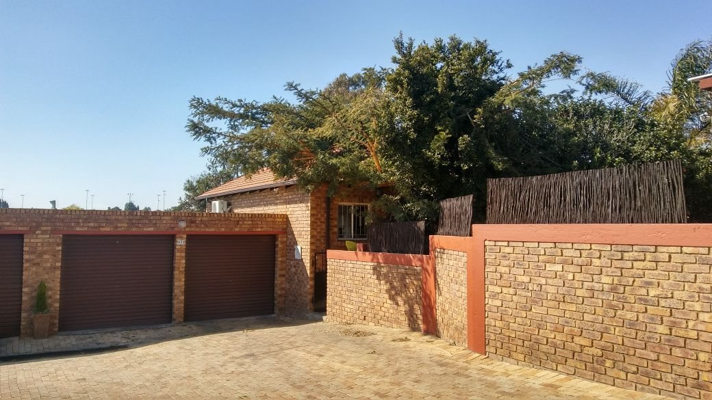 Roodepoort, Honeydew Ridge Property  | Houses For Sale Honeydew Ridge, Honeydew Ridge, Townhouse 3 bedrooms property for sale Price:1,275,000