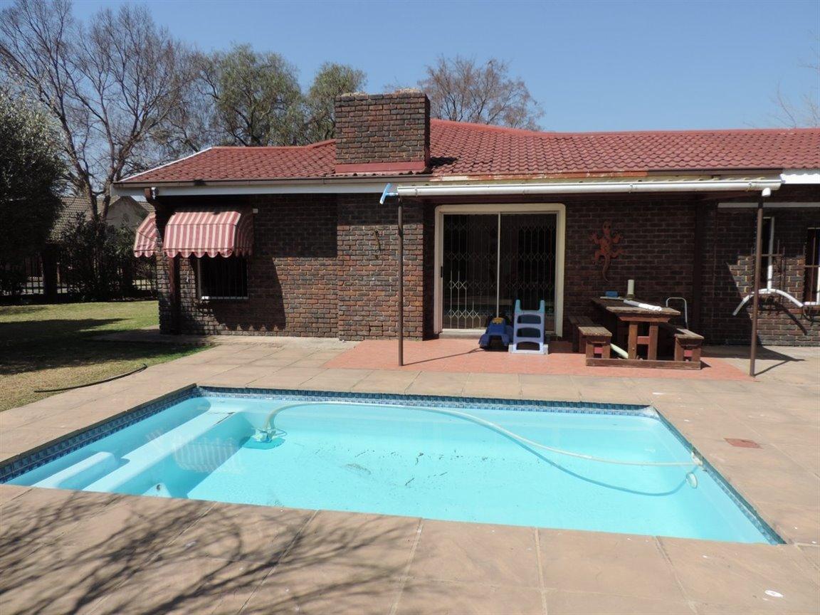 Arcon Park property for sale. Ref No: 12761384. Picture no 5
