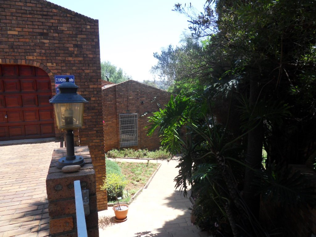 Glenvista property for sale. Ref No: 13402362. Picture no 46