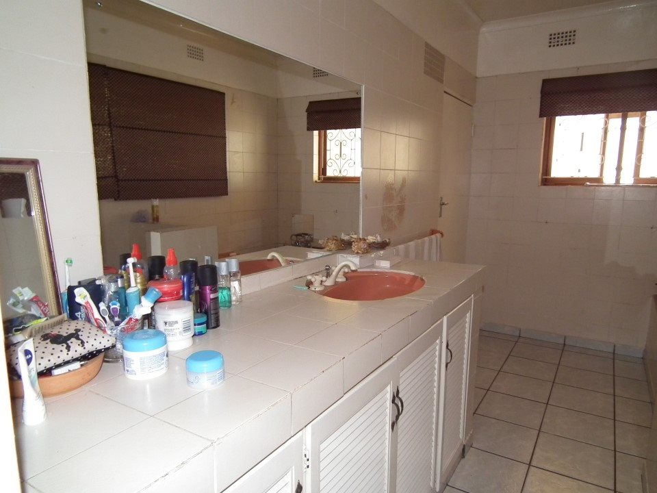 Uvongo property for sale. Ref No: 13394823. Picture no 38