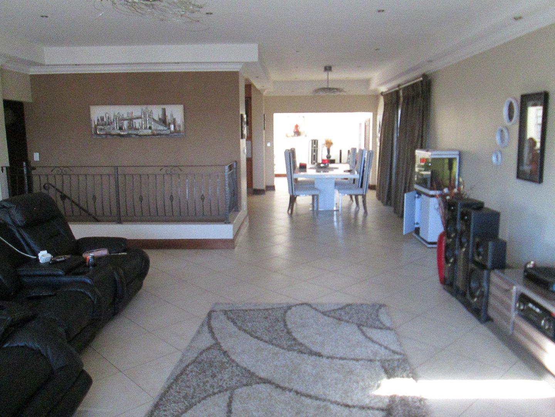 Glenvista property to rent. Ref No: 13552423. Picture no 18