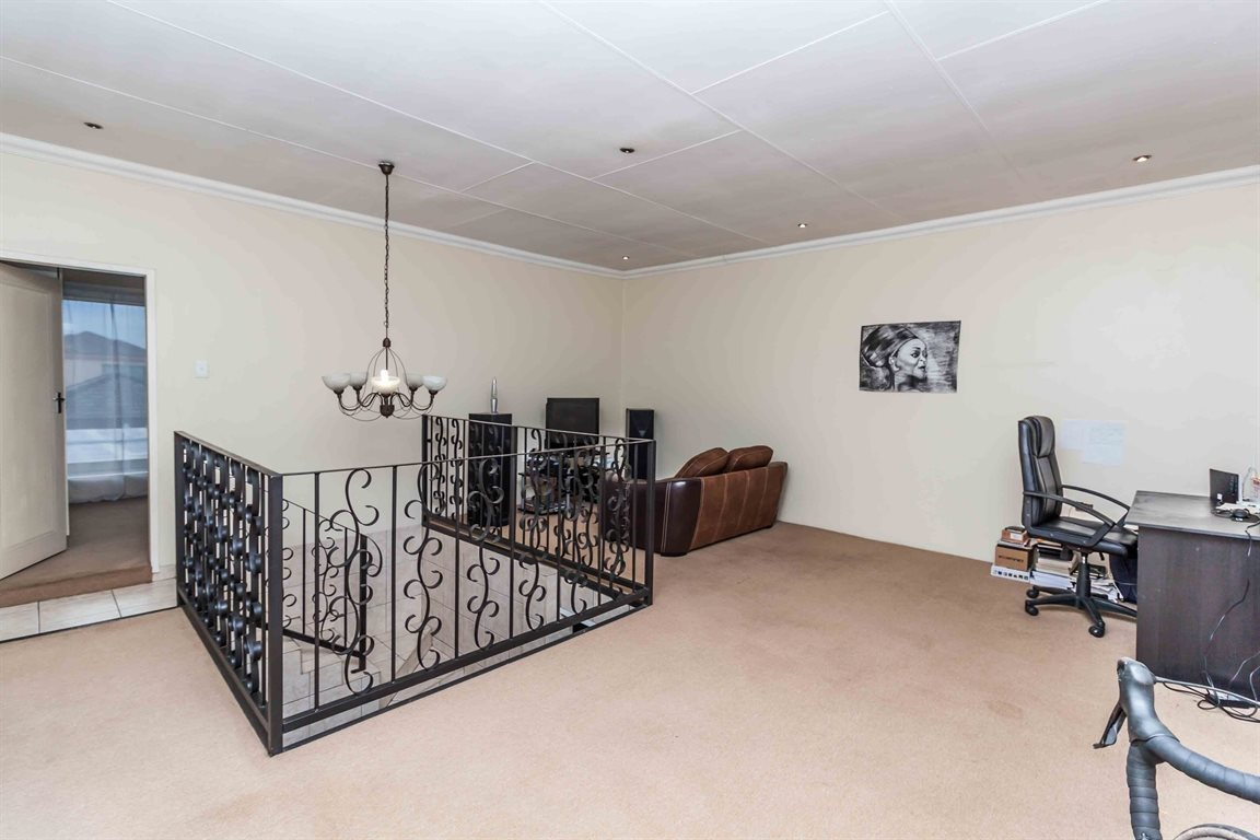 Raslouw property for sale. Ref No: 13489477. Picture no 27
