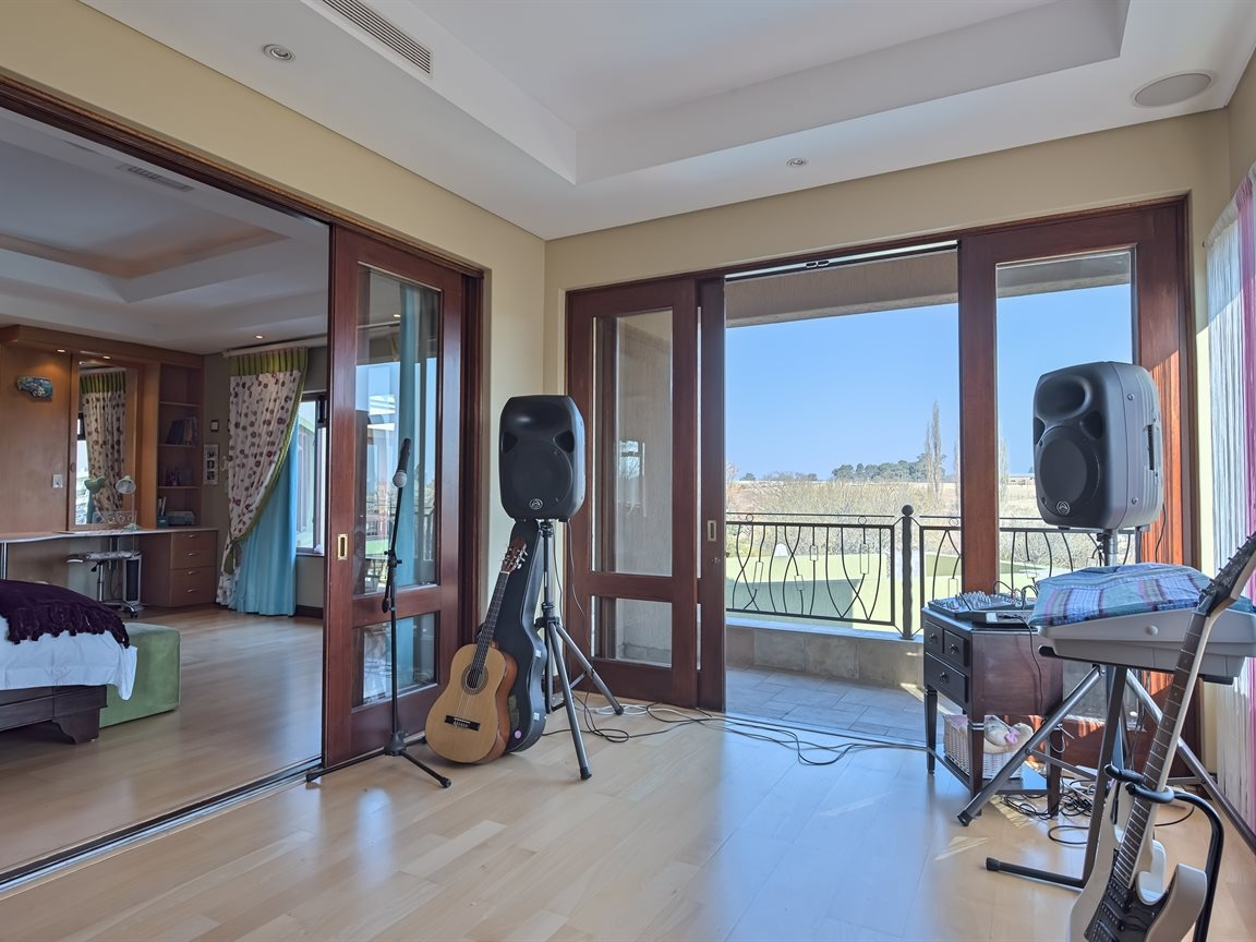 Three Rivers East property for sale. Ref No: 13240975. Picture no 22