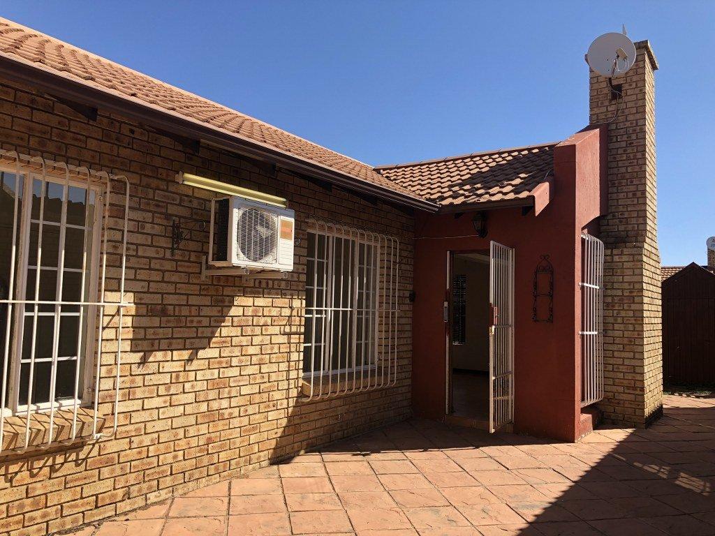 Germiston, Union Property  | Houses For Sale Union, Union, Townhouse 2 bedrooms property for sale Price:990,000