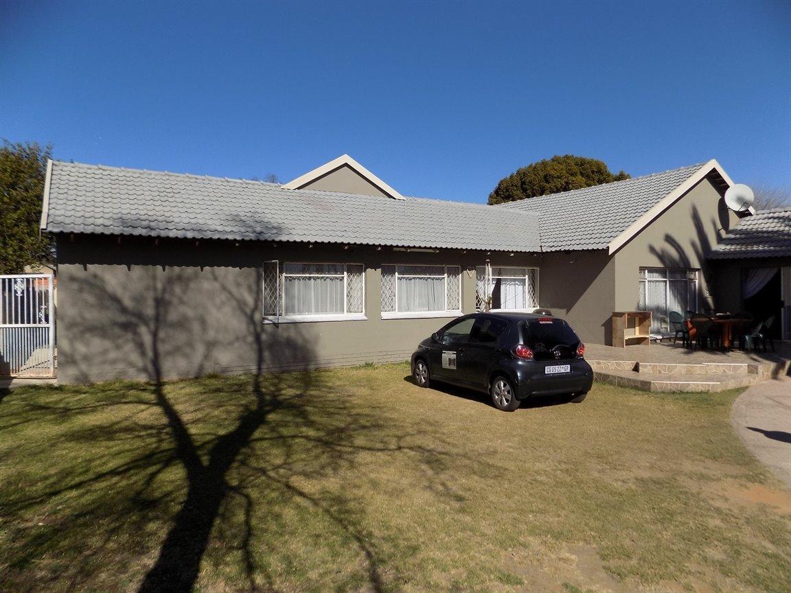 Alberton property for sale. Ref No: 13393819. Picture no 21