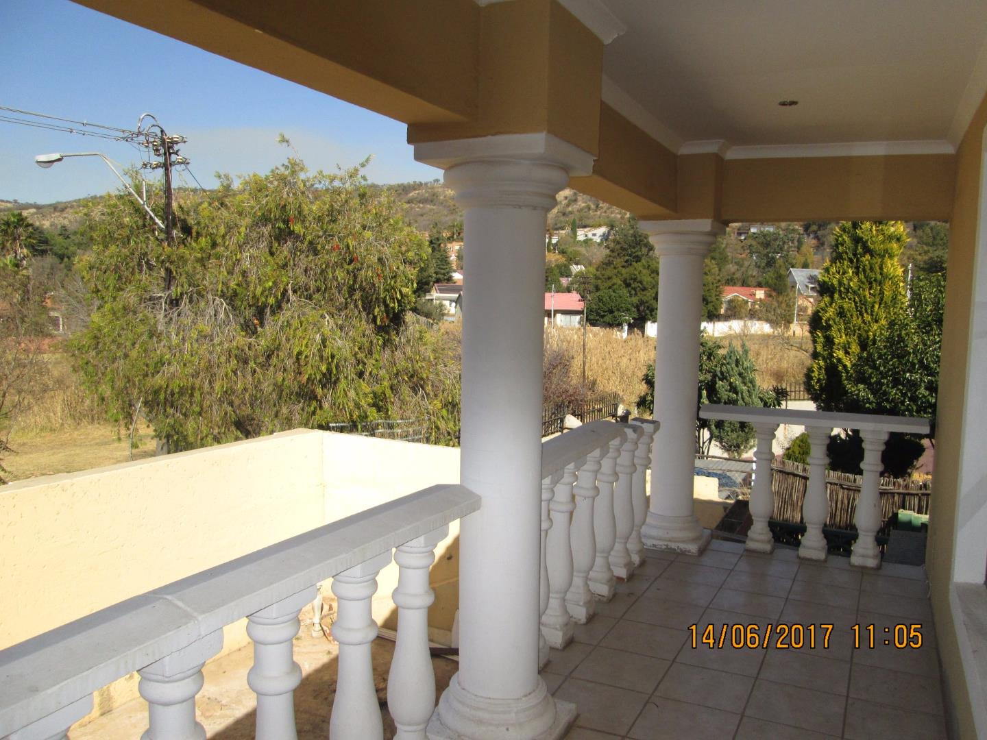 Mondeor property for sale. Ref No: 13526240. Picture no 12