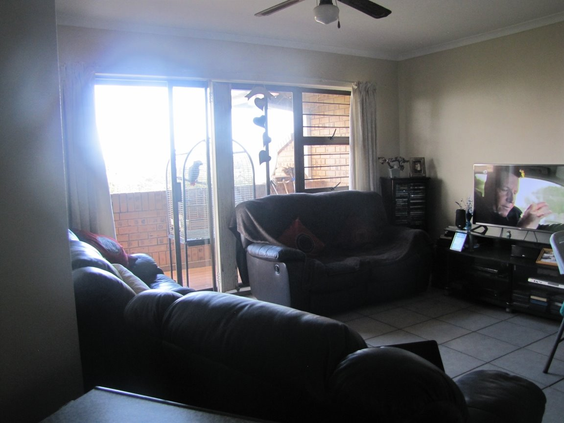Amanzimtoti property for sale. Ref No: 13377010. Picture no 30
