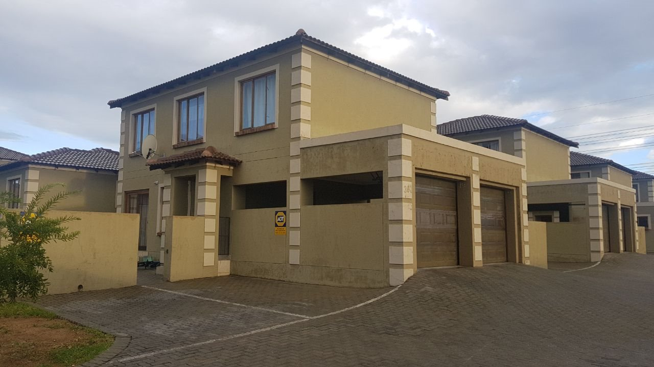 Centurion, Arundo Estate Property  | Houses For Sale Arundo Estate, Arundo Estate, Townhouse 3 bedrooms property for sale Price:1,260,000