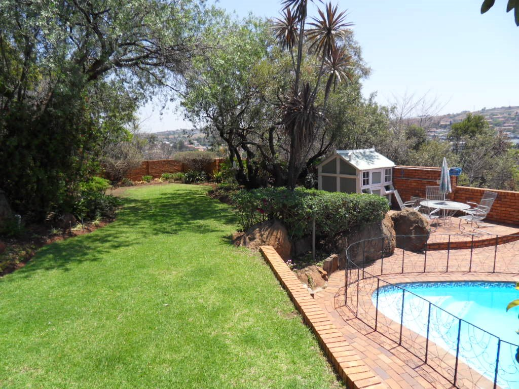 Glenvista property for sale. Ref No: 13402362. Picture no 36