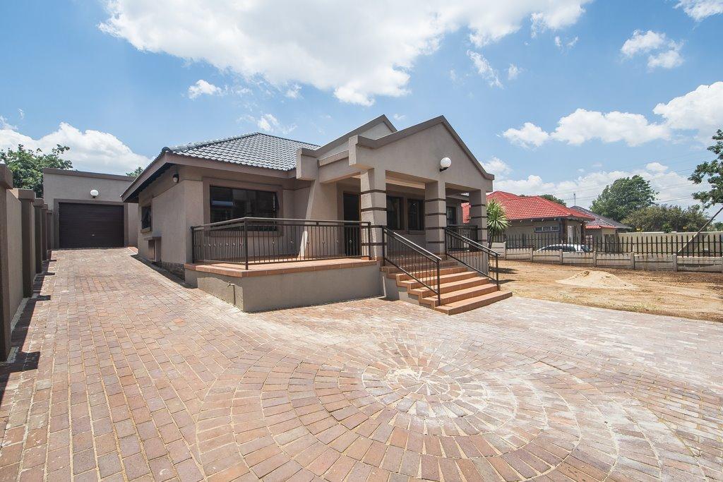 Johannesburg, Linmeyer Property  | Houses For Sale Linmeyer, Linmeyer, House 4 bedrooms property for sale Price:1,440,000
