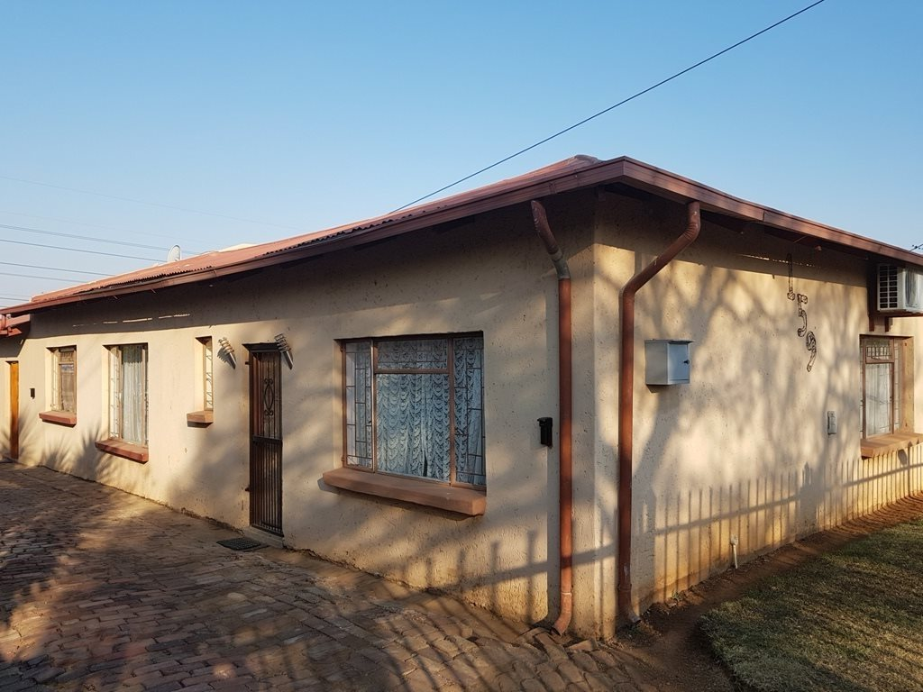 Property and Houses for sale in Danville, House, 5 Bedrooms - ZAR 996,000