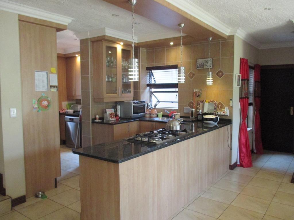 Midfield Estate property for sale. Ref No: 13537815. Picture no 7