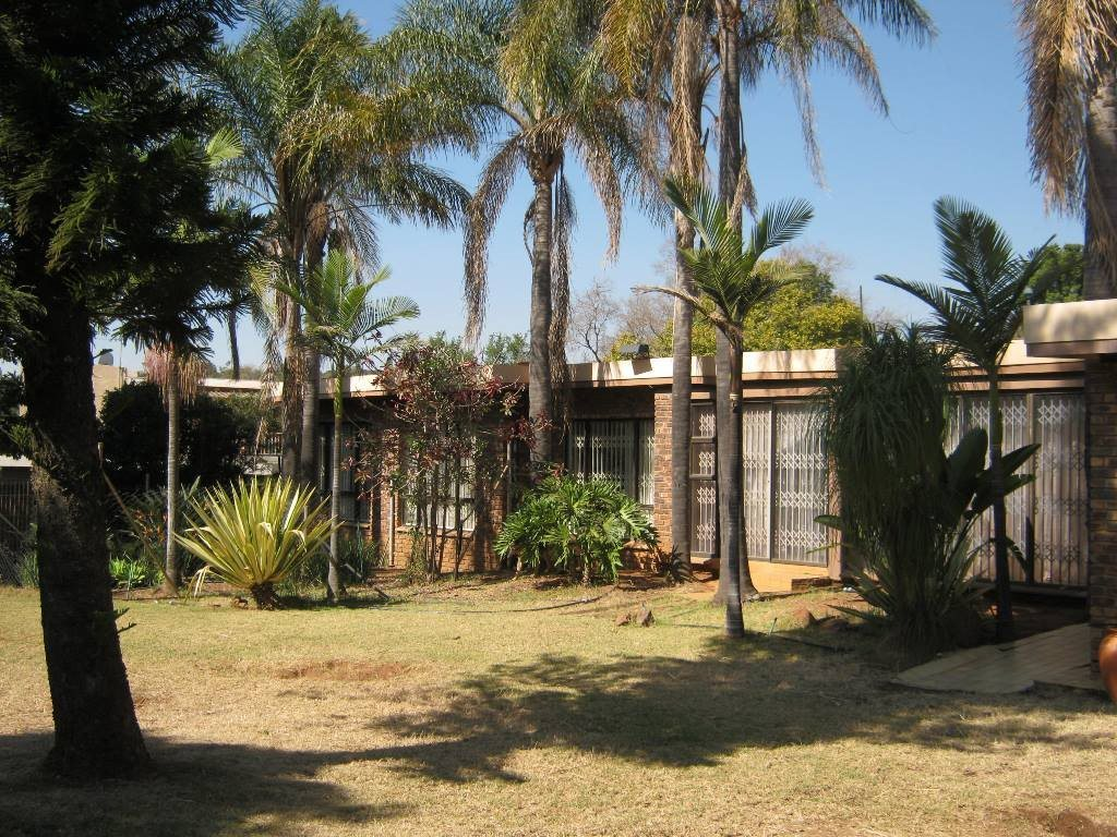 Waterkloof Glen property for sale. Ref No: 13505274. Picture no 9
