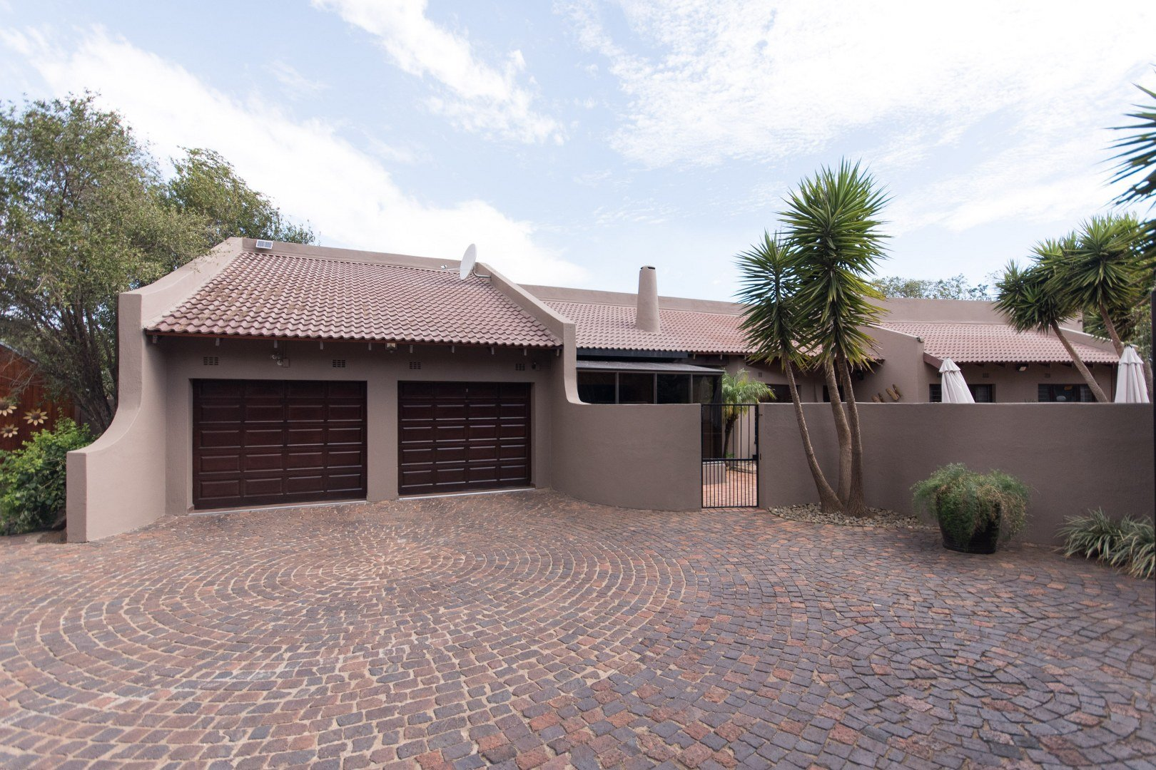Property and Houses for sale in Brackendowns, House, 4 Bedrooms - ZAR 1,750,000