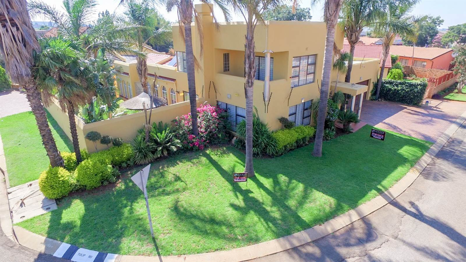 Johannesburg, Lenasia South Property    Houses For Sale Lenasia South, Lenasia South, House 4 bedrooms property for sale Price:1,595,000