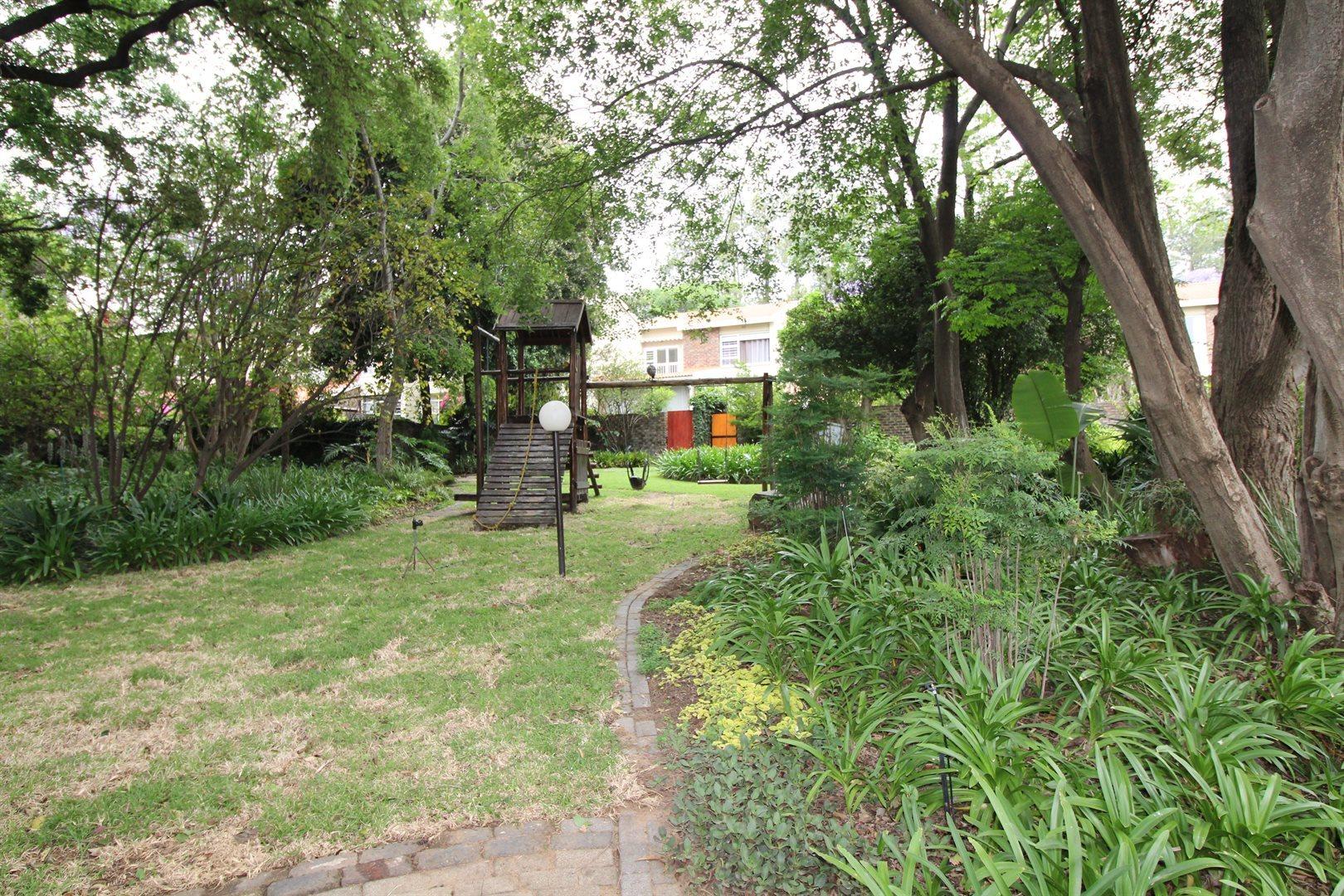 Bryanston property for sale. Ref No: 13552406. Picture no 32