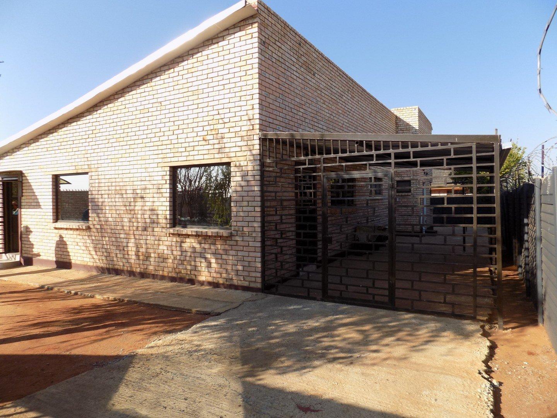 Property for Sale by Nicole   Zahiya Ferreira, House, 2 Bedrooms - ZAR 1,300,000