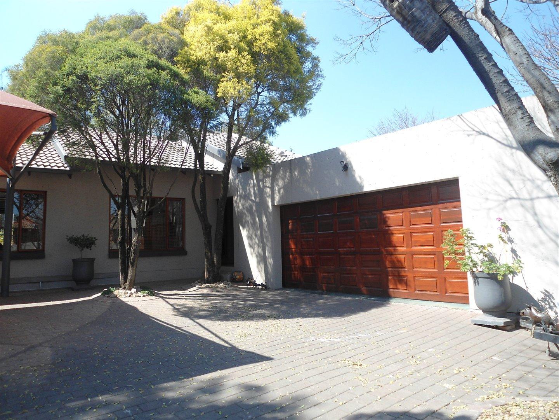 Douglasdale property for sale. Ref No: 13520882. Picture no 29