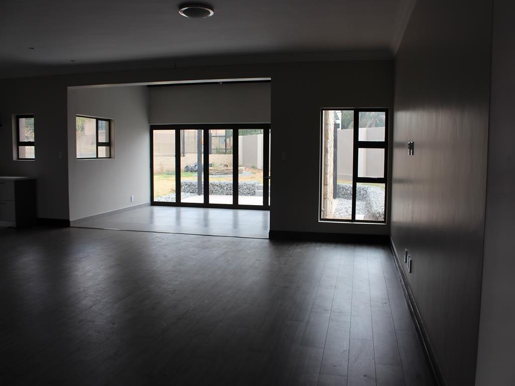 Celtisdal property for sale. Ref No: 13230610. Picture no 3