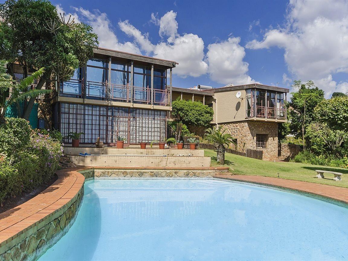 Houghton Estate property for sale. Ref No: 13434554. Picture no 11