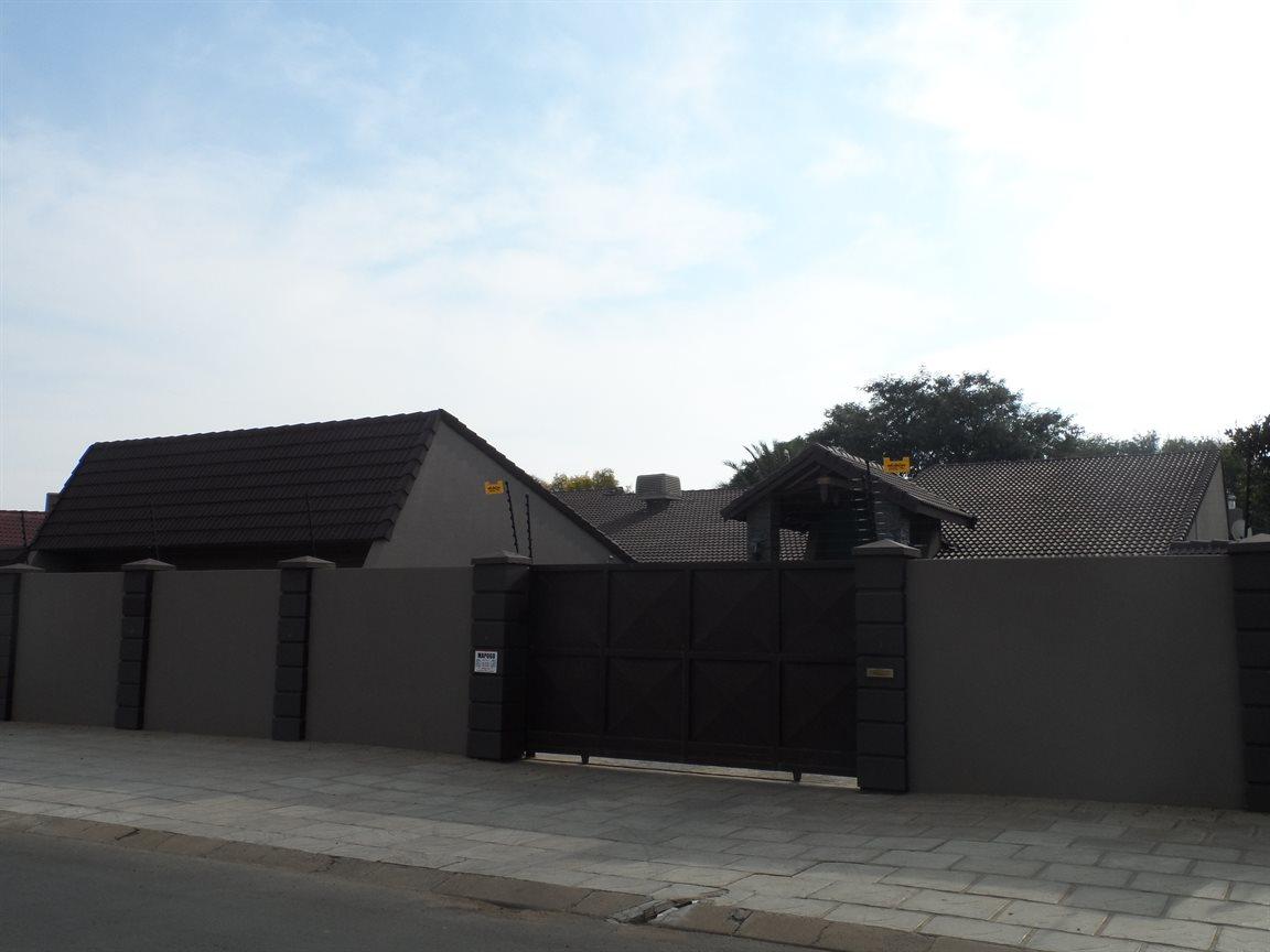 Kimberley, Royldene Property  | Houses For Sale Royldene, Royldene, House 4 bedrooms property for sale Price:5,250,000