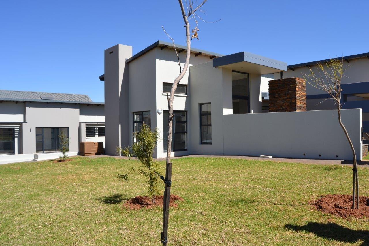 Midstream Ridge Estate property for sale. Ref No: 13500360. Picture no 32