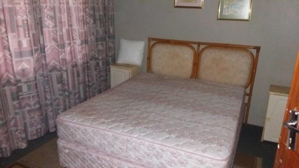 Trafalgar property for sale. Ref No: 13372094. Picture no 17