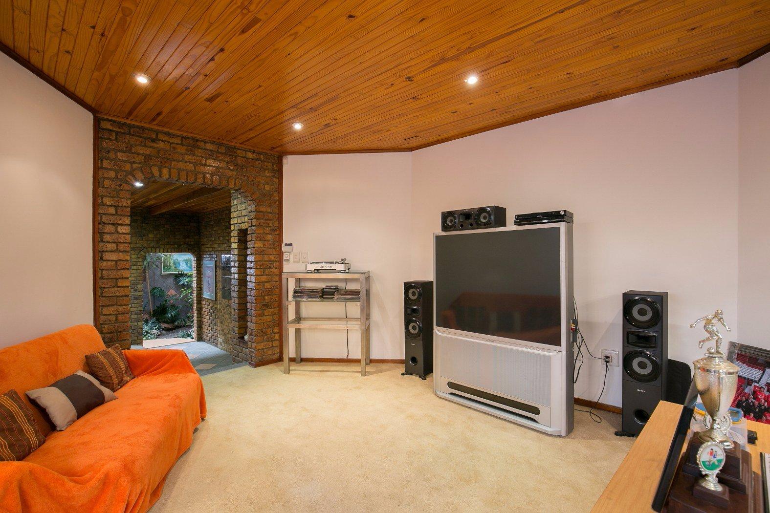 Bassonia property for sale. Ref No: 13506595. Picture no 5