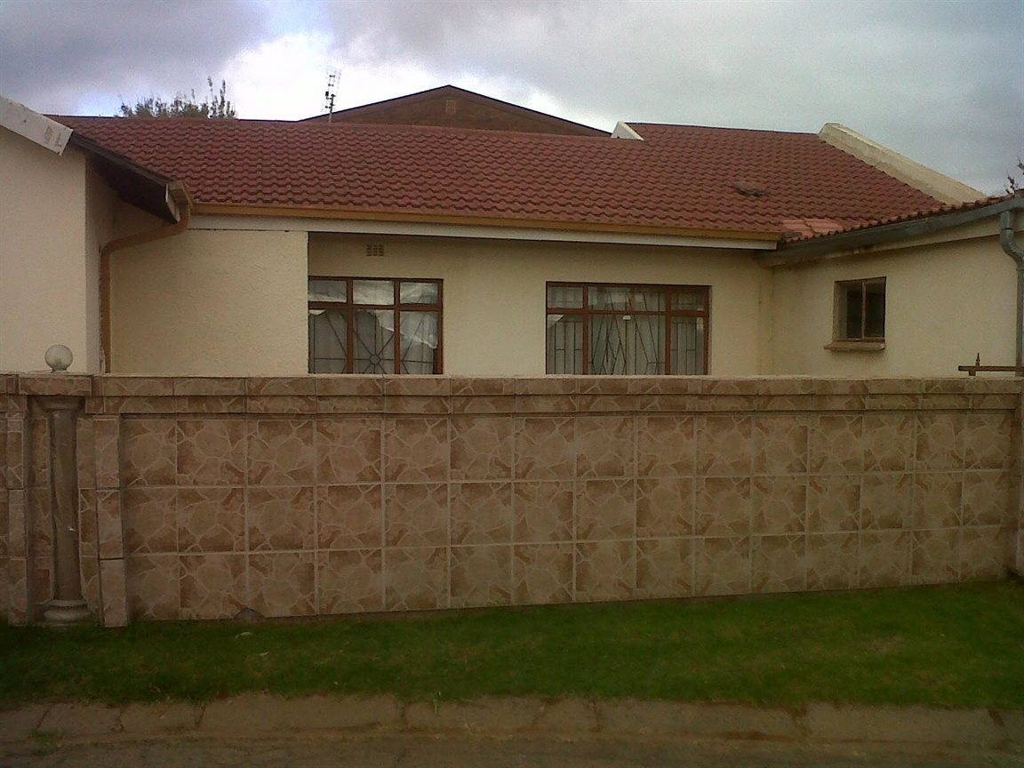 Sebokeng Zone 14 property for sale. Ref No: 12795344. Picture no 2