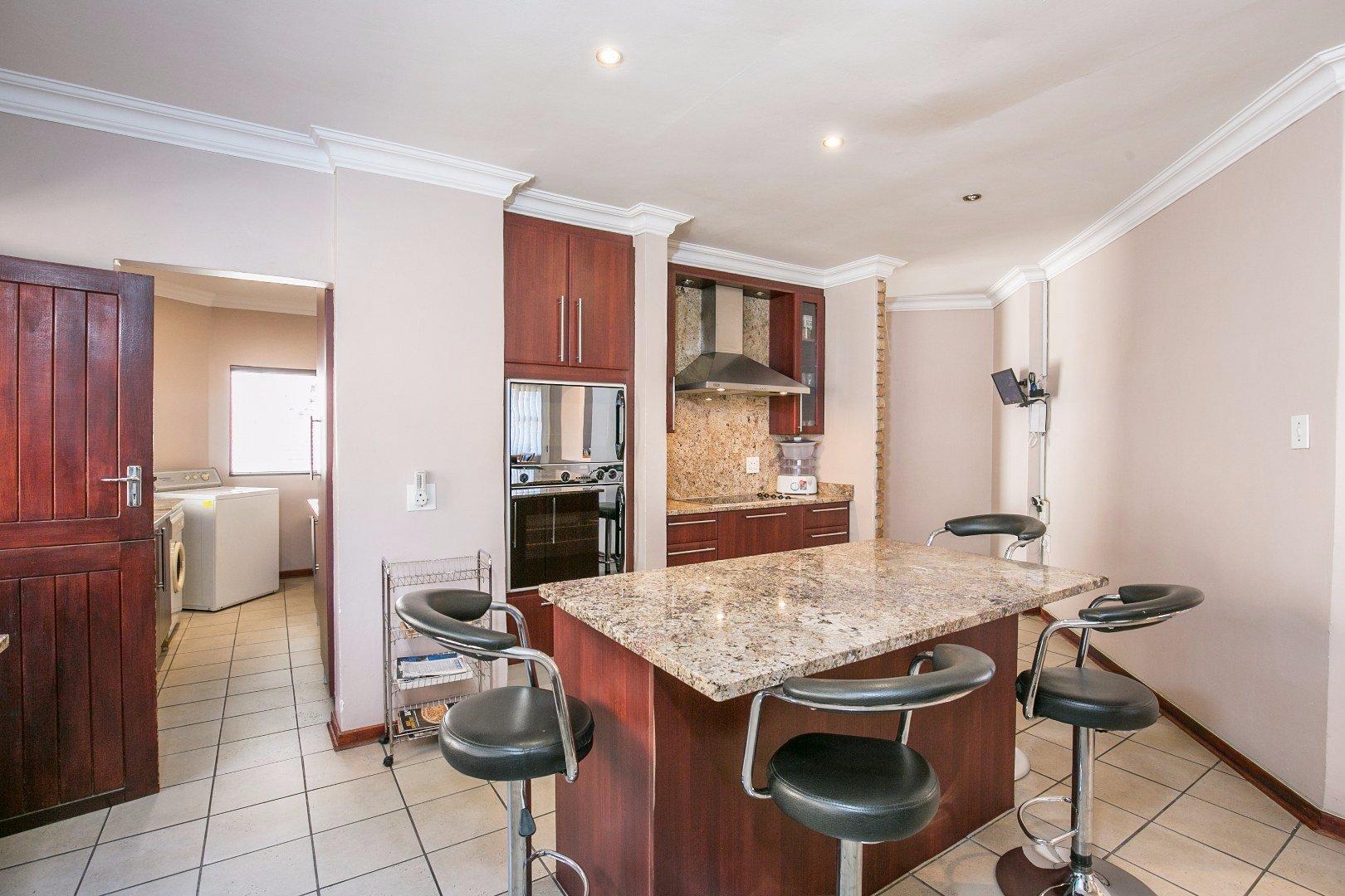 Glenvista property for sale. Ref No: 13524495. Picture no 6